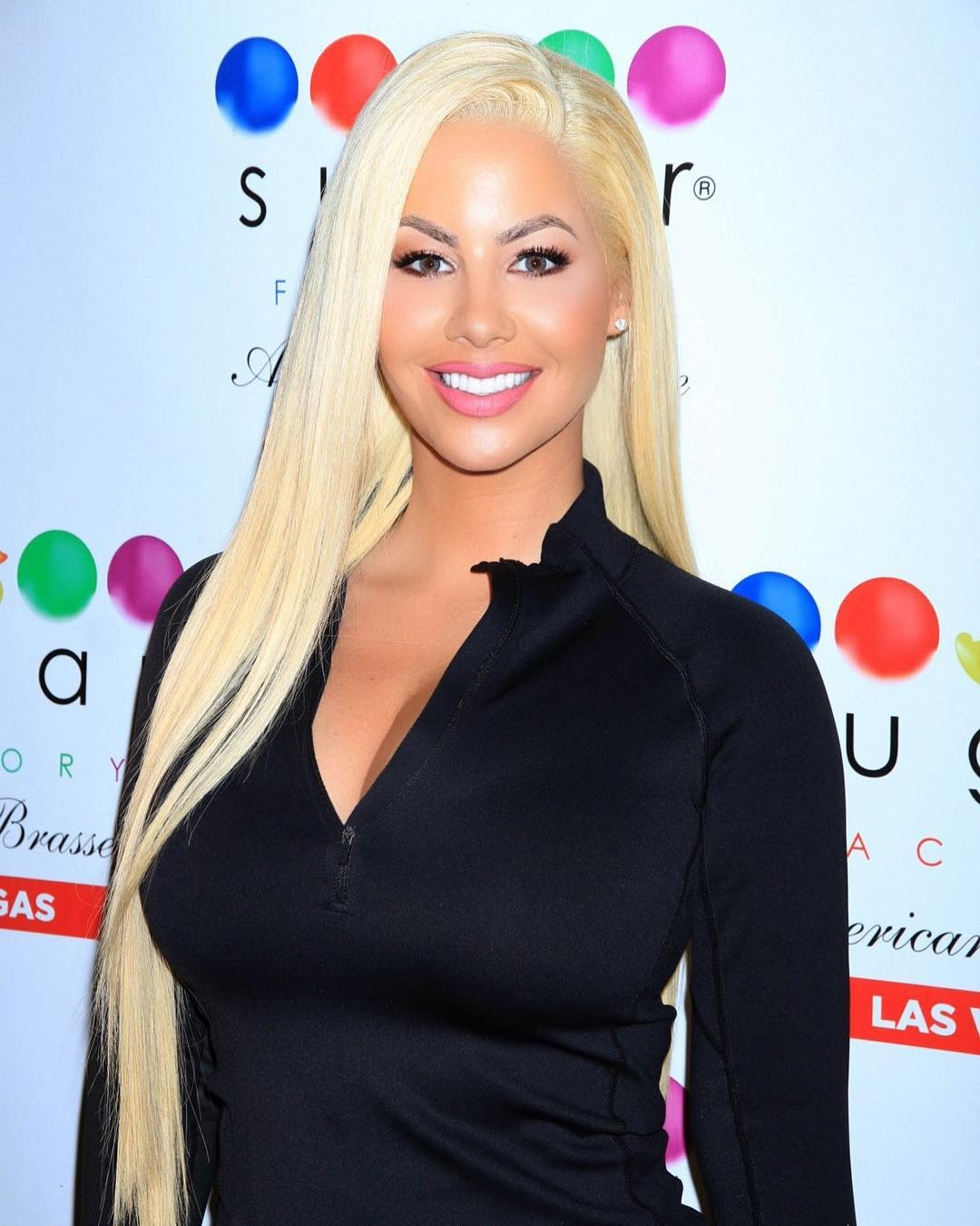 Amber Rose's blonde hair wigs